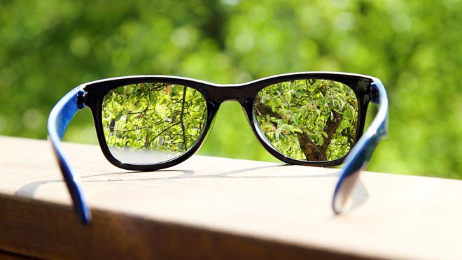 Очки с саморегулирующимися линзами